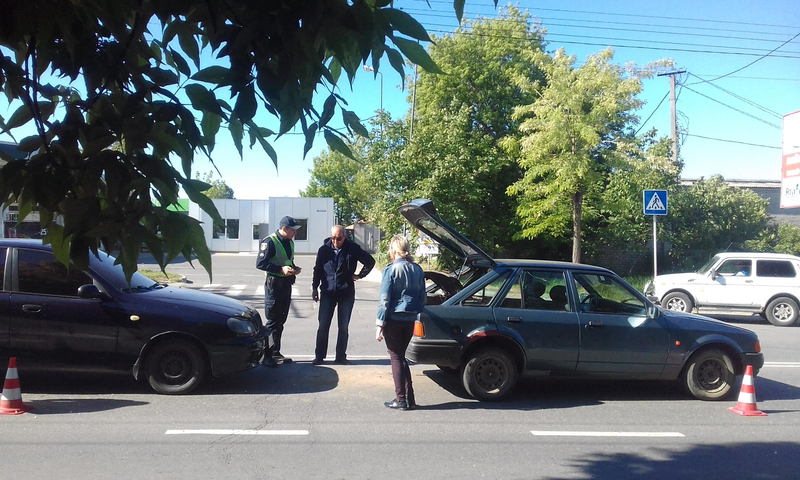 В Херсоне на ул.Нефтяников полиция мирила автомобилистов (фото)
