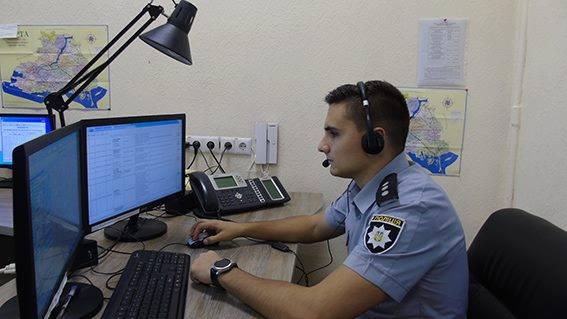 """На Херсонщині усі дзвінки на номер """"102"""" проходять через облглавк поліції"""