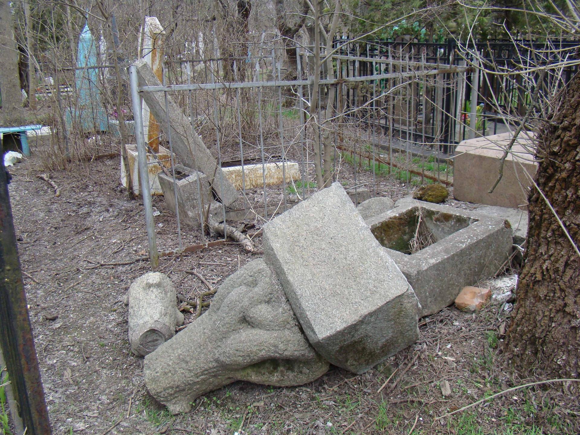 У Херсонській області на кладовищі вже неіснуючого села орудують вандали