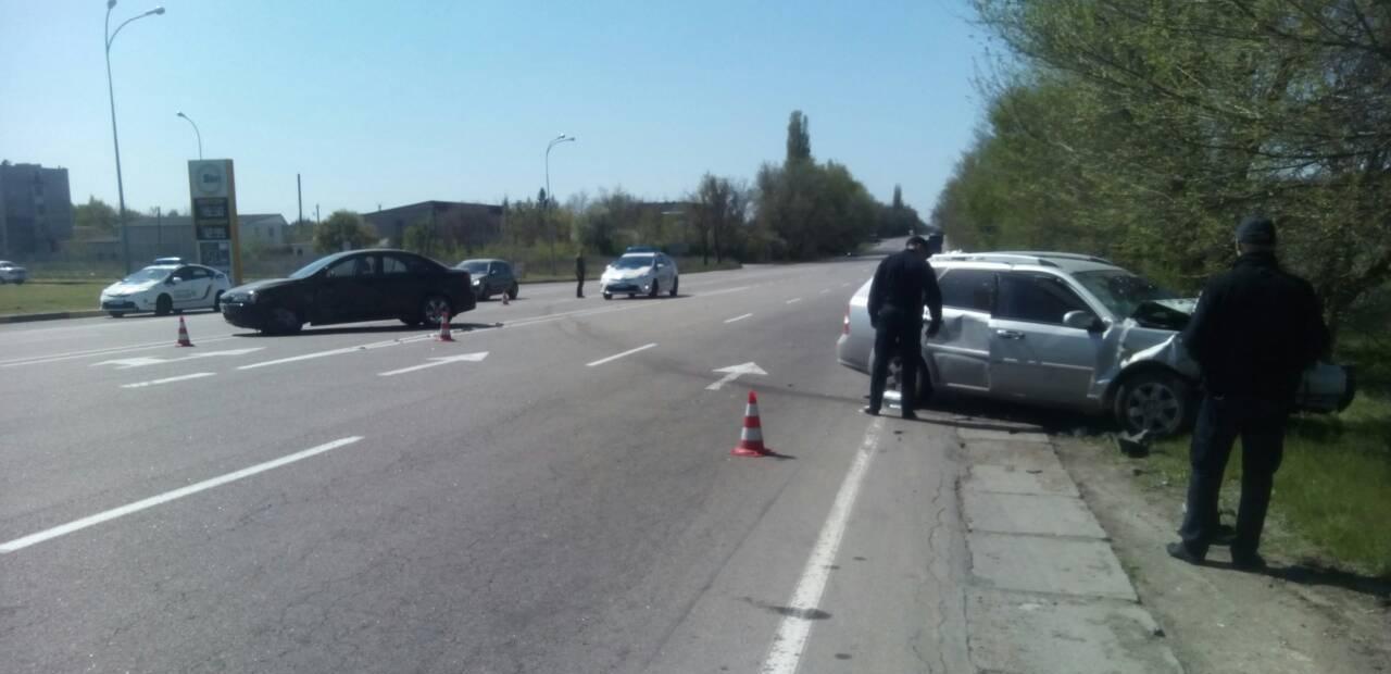 На въезде в Херсон случилось ДТП - водителя одного из автомобилей увезла