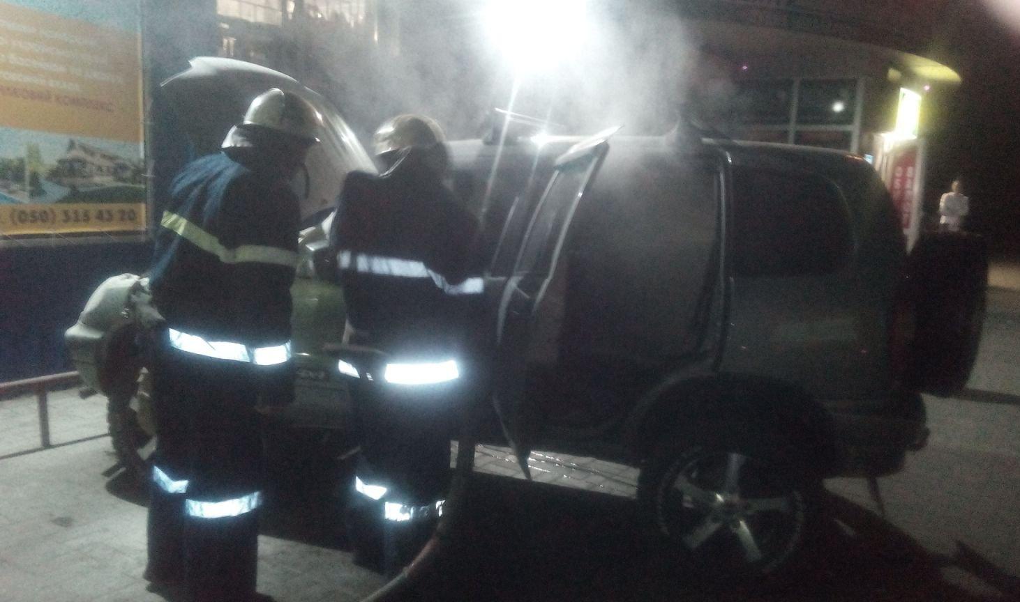 У Новій Каховці вогнеборці оперативно ліквідували пожежу легковика