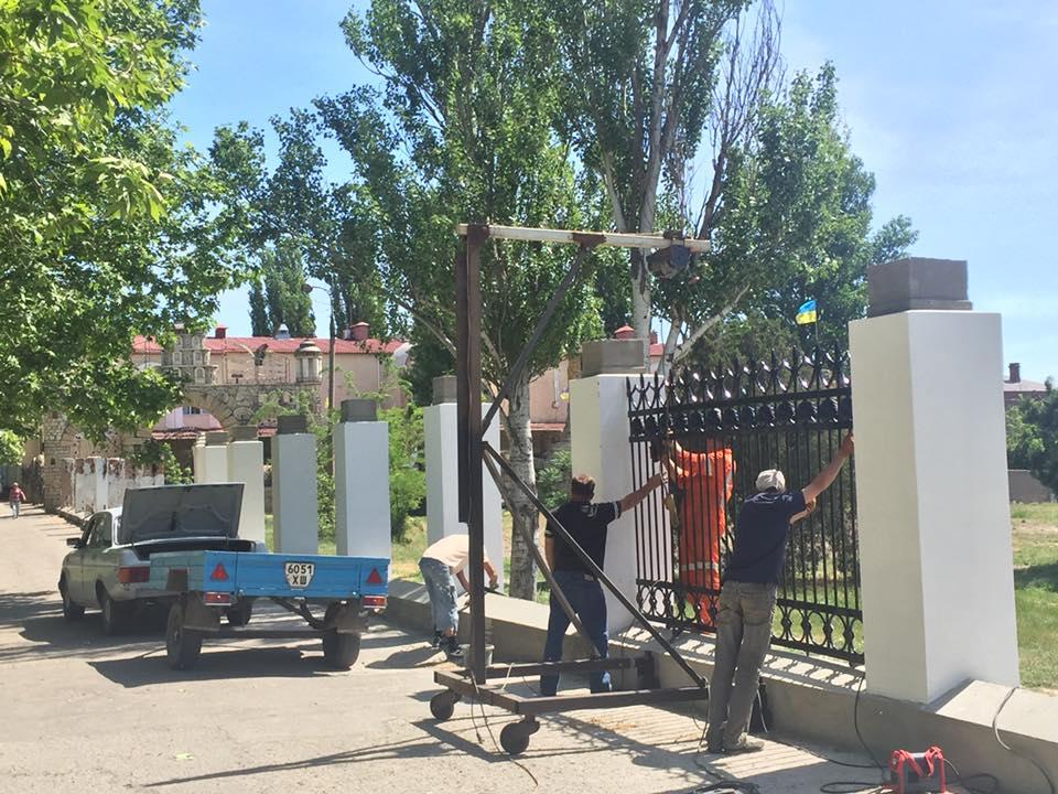 Забор вдоль стадиона