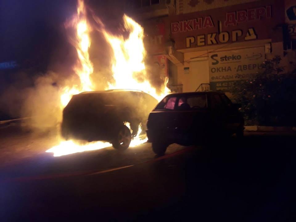 """За добу на Херсонщині горіли три автівки, ще дві """"зачепило"""""""