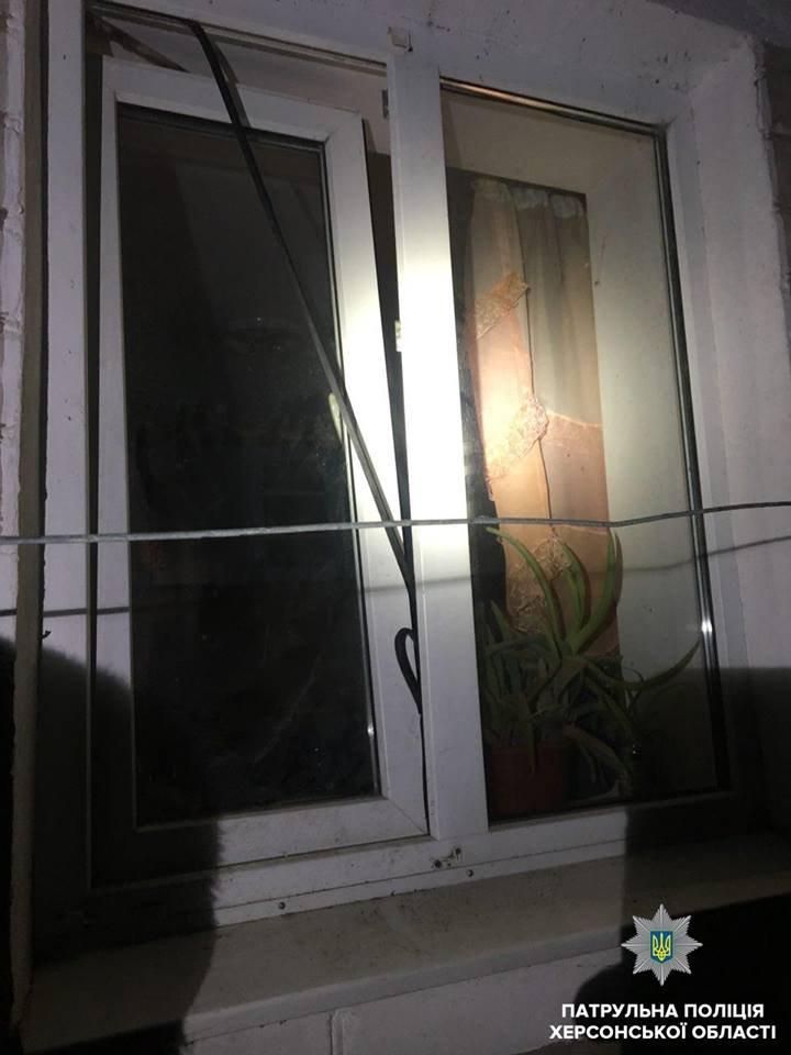 У Антонівці вікно затримало злодія, який намагався потрапити до чужого будинку