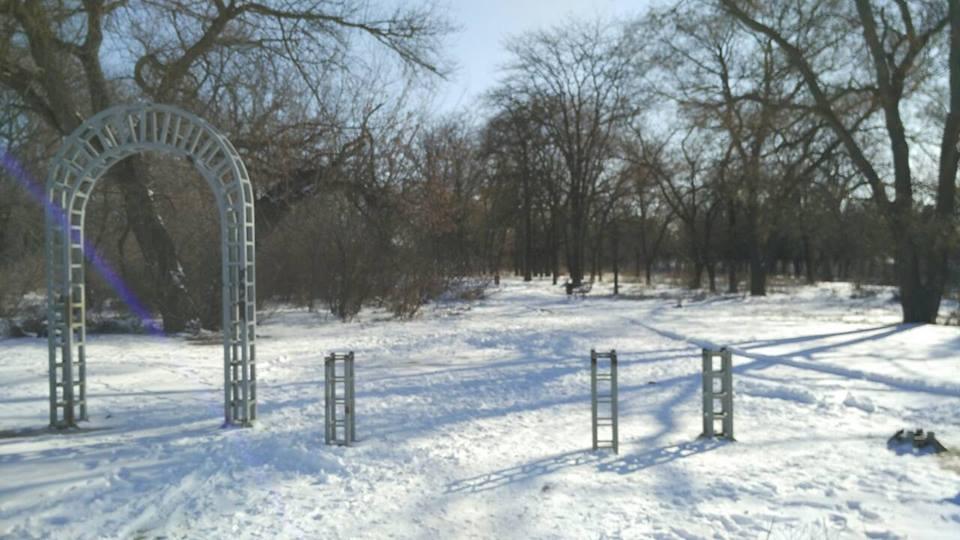 Пропавшая из парка в Шуменском микрорайоне металлическая арка нашлась в неожиданном месте