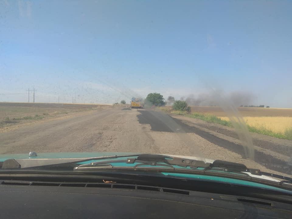 В Горностаевском районе в начали ремонт дороги к одному из сел