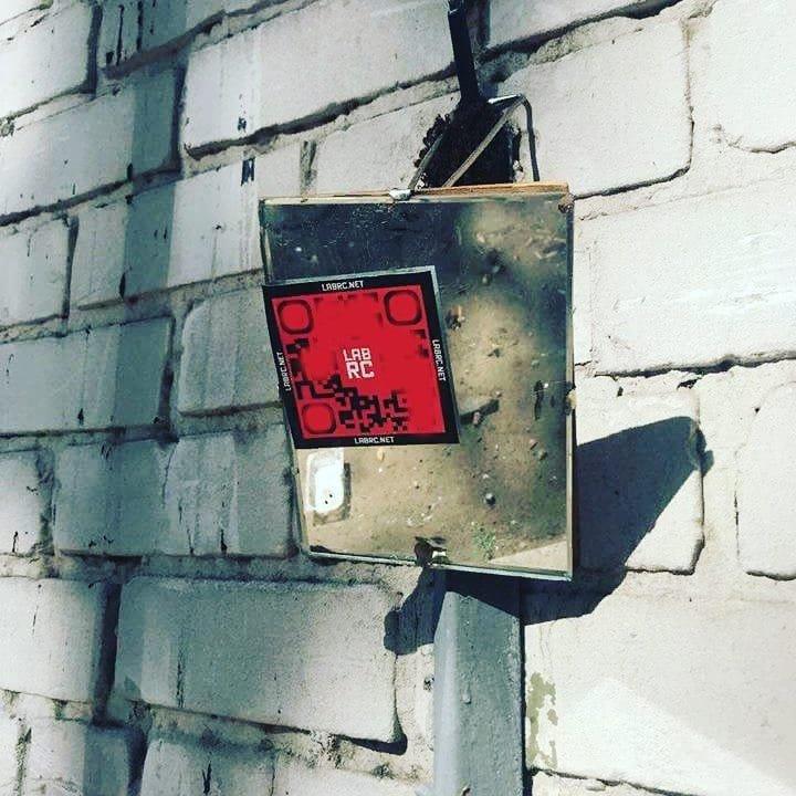 В Херсоні з'явилися QR-кодами для замовлення наркотиків, зривайте їх!