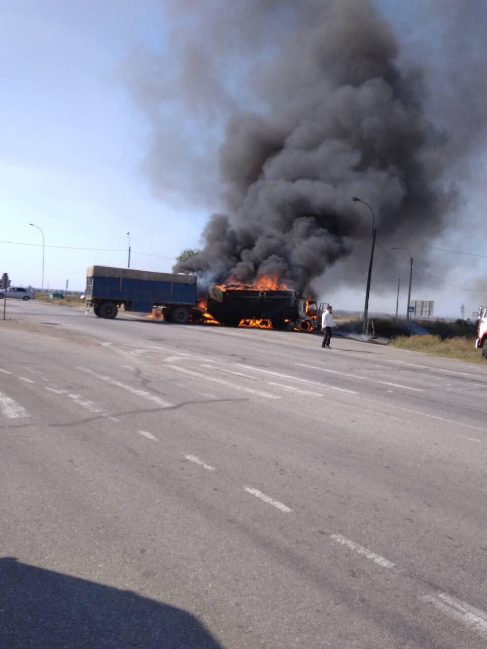 На Херсонщині страшна аварія, згоріли декілька авто
