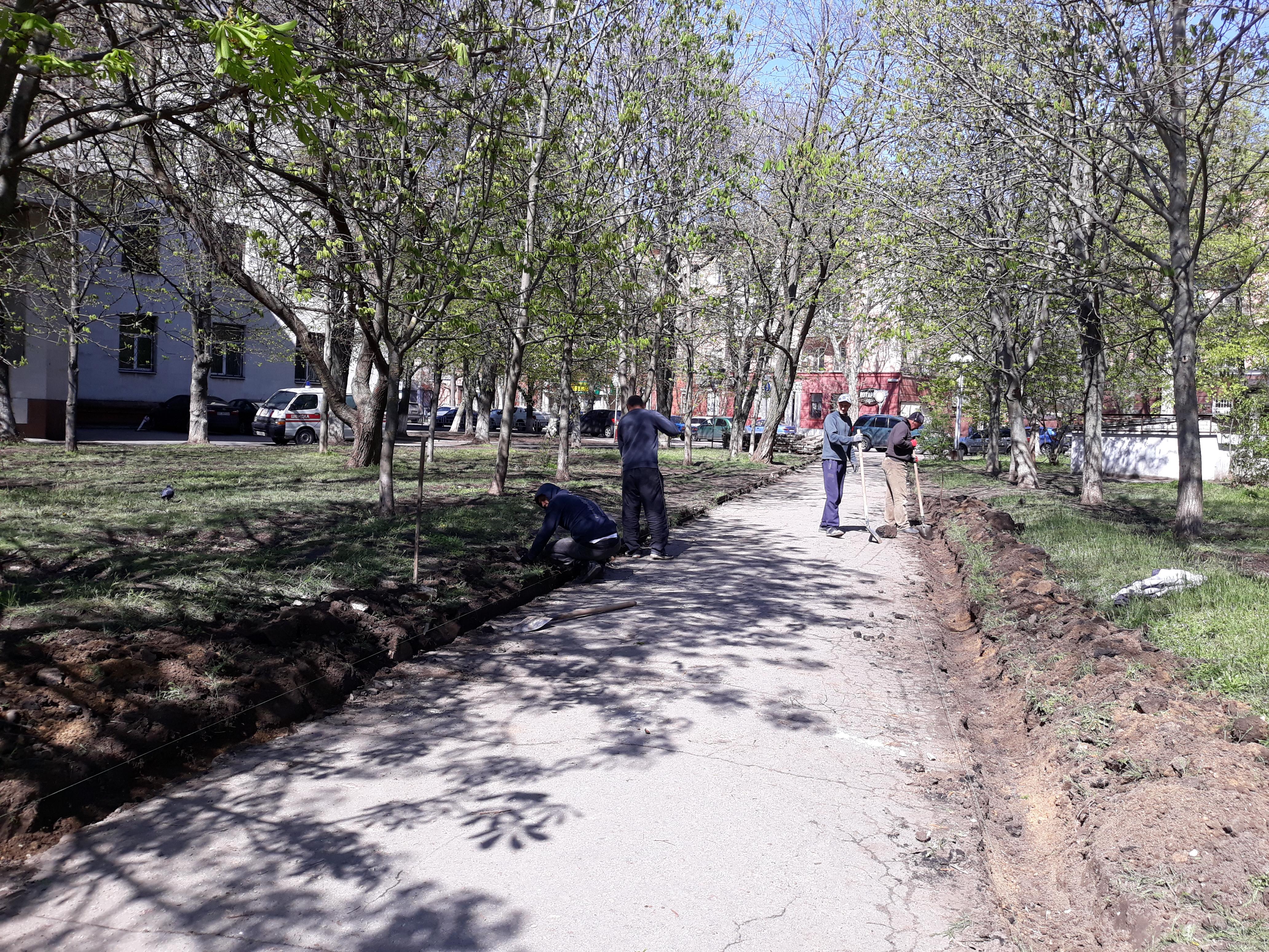 Еще одно популярное место отдыха херсонцев преобразится - начался ремонт сквера в центре города