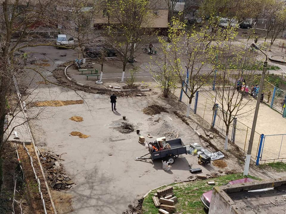 В одном из дворов на Таврическом отремонтировали проезды