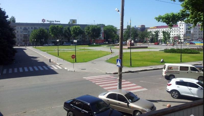 По чьему приказу парковка у Херсонской ОГА стала платной?