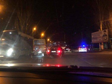 В Херсоне на ХБК сегодня вечером троллейбус попал в аварию