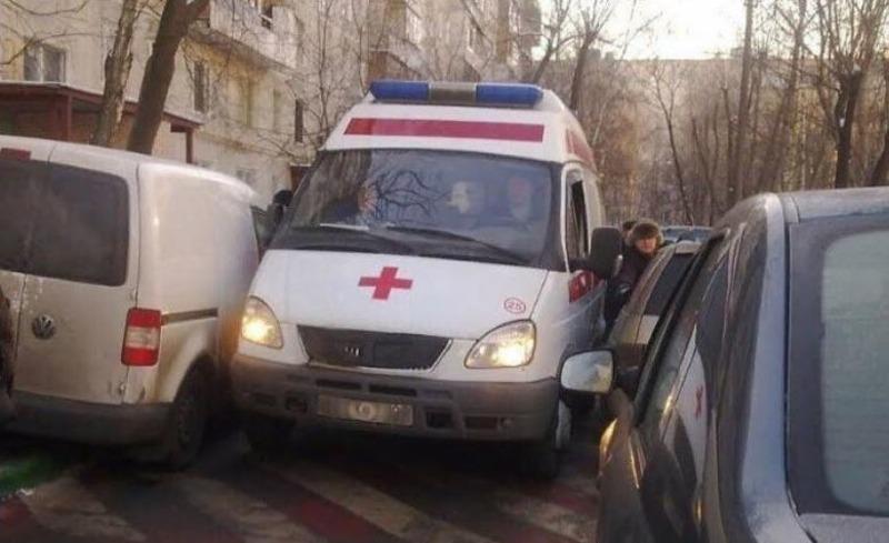 Херсонский абсурд: полиция начала проверку из-за конфликта автолюбителя с водителем скорой помощи