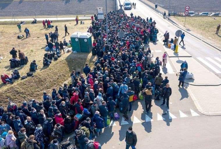 Украинцы массово едут домой: экономику Польши ждет большой удар