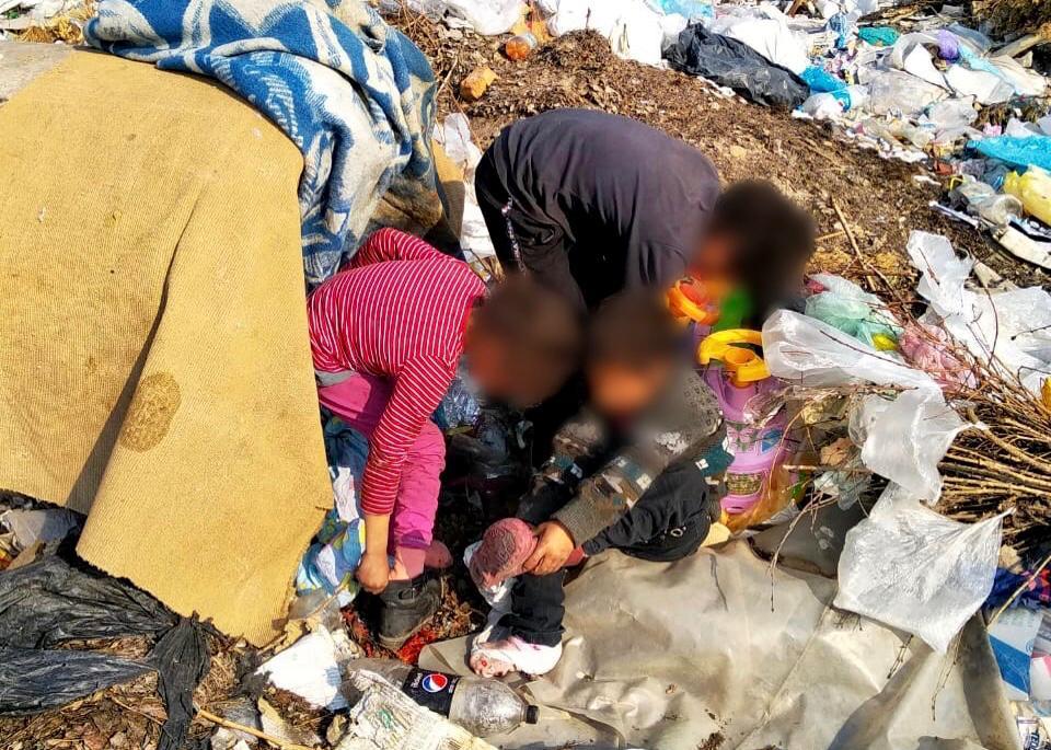 На Херсонщині на сміттєзвалищі знайшли родину з маленькими дітьми
