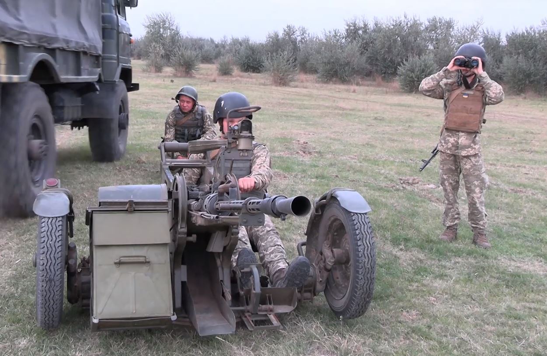На Херсонщині поблизу адмінкордону з Кримом бійці ЗСУ відпрацьовують знищення ворожих дронів, - ВІДЕО