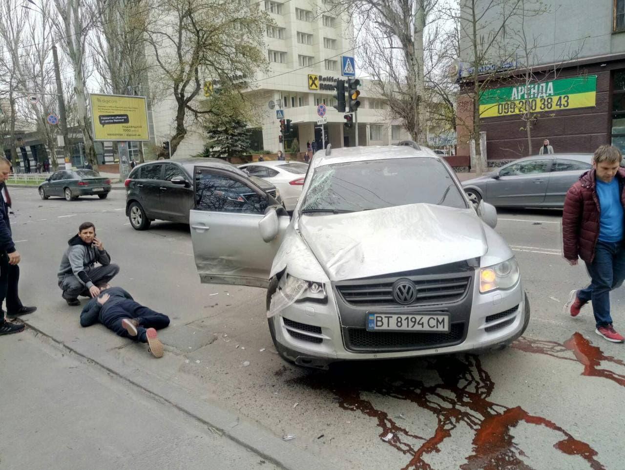 В Херсоне водитель «Мерседеса» протаранил «Фольксваген»: есть жертвы, - ВИДЕО