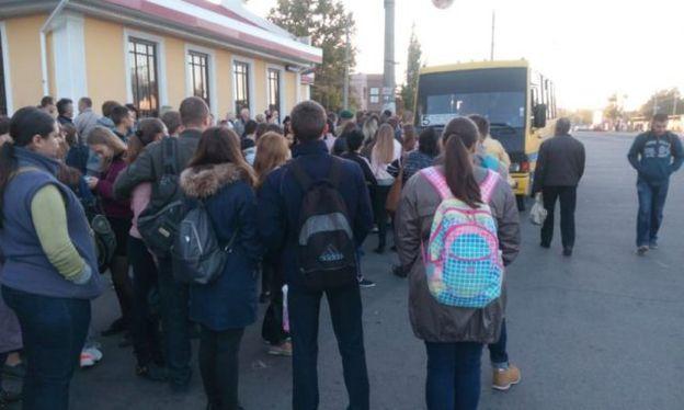 Транспортный коллапс в Херсоне: маршрутчики теперь не берут стоячих пассажиров