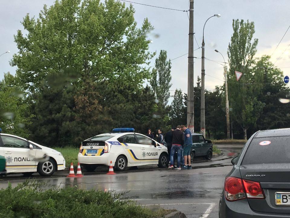 В Херсоне на скользкой дороге произошла авария (фотофакт)