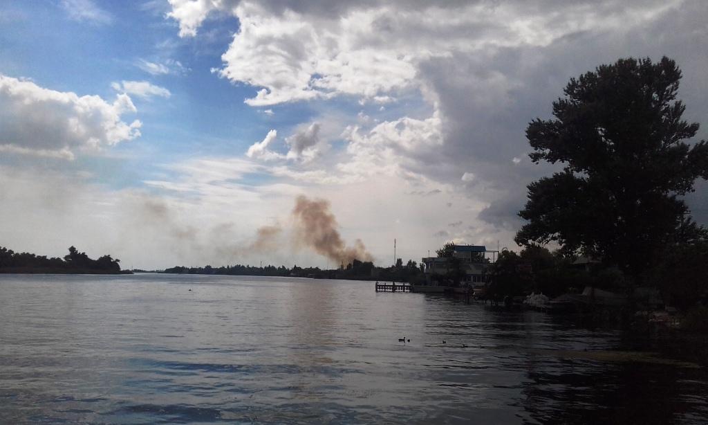 Что горело в Херсоне на Нефтегавани осталось загадкой (видео)