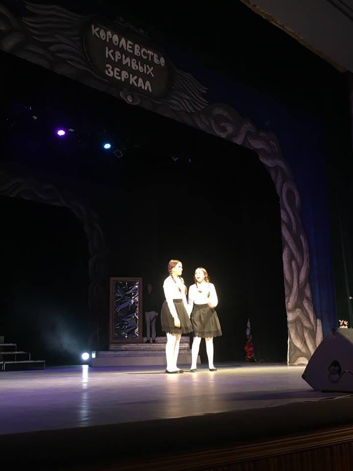 Херсонцы окунулись в сказку – вчера в театре им. Кулиша показали спектакль «Королевство кривых зеркал»