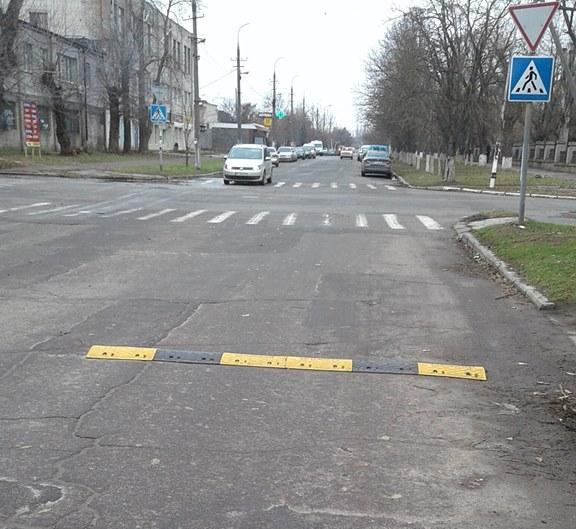 На опасном перекрестке в Херсоне недоустановили