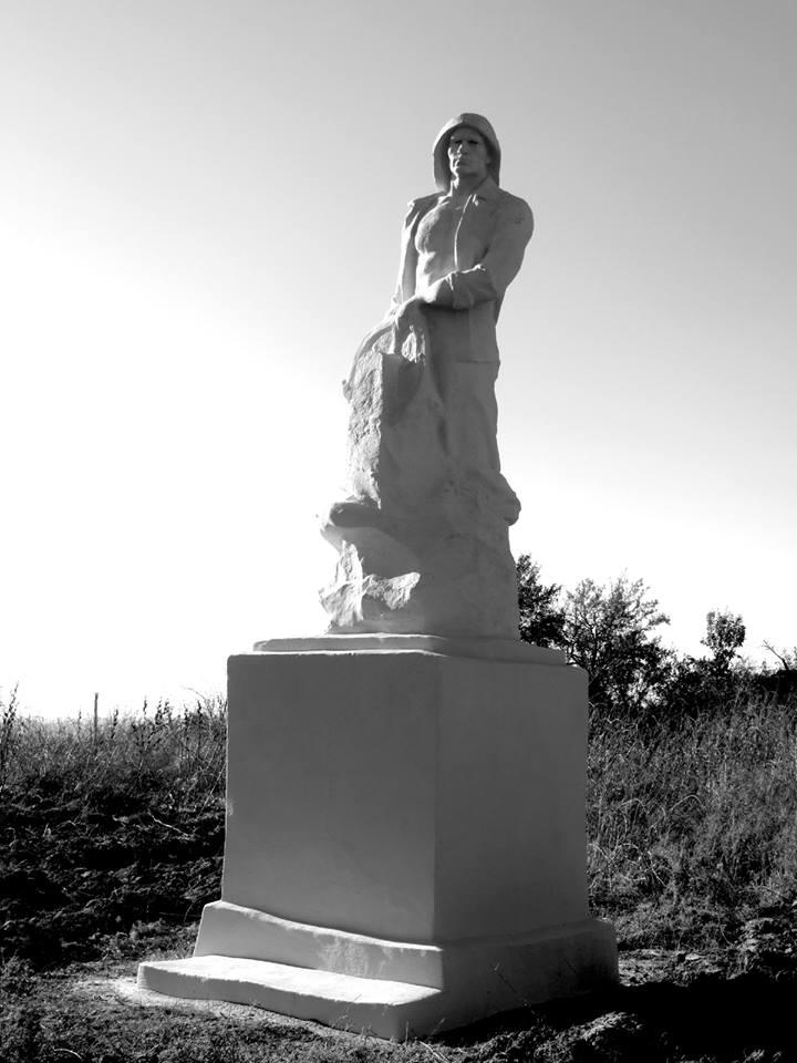Жители Херсонщины за свой счёт восстановили памятник рыбаку (фото), фото-1