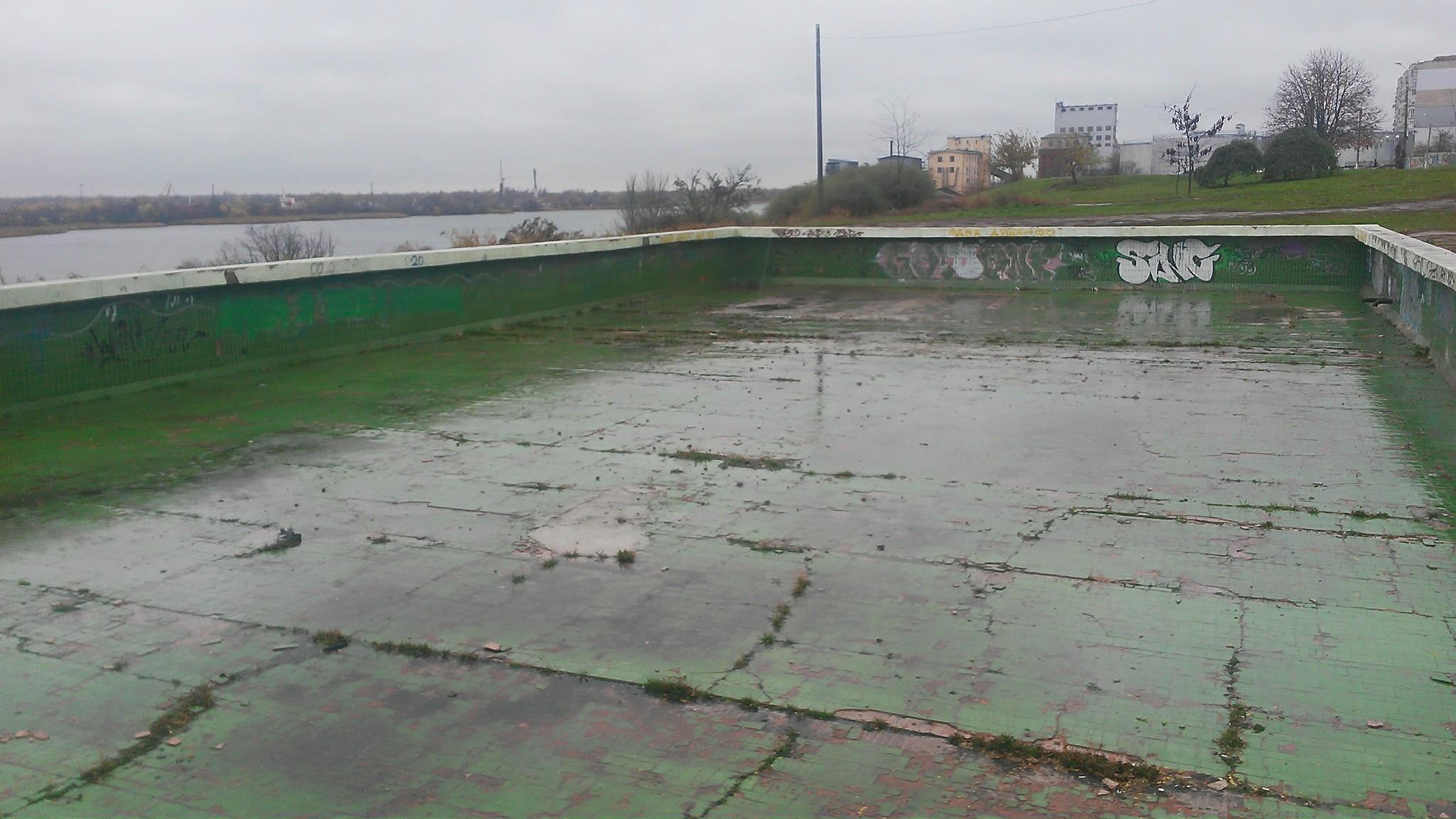Активисты располагают данными о том, что комплекс с бассейном на набережной Херсона таки построят